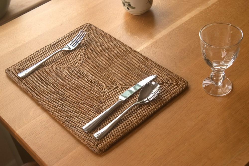 Oblong rattan tablemat